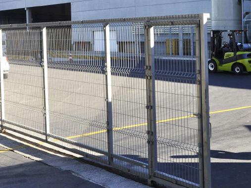 Portão de correr, preço de portão, instalação de portão, orçamento de portão de aço, preço de portão, portão orçamento, serralheria, portões em Campinas e região.