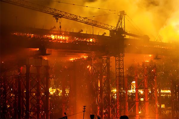 Incêndio em canteiro de obras